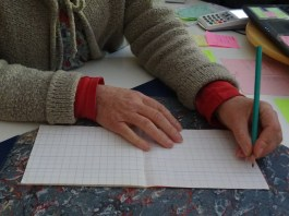 jqr-tenue-crayon-gaucher2
